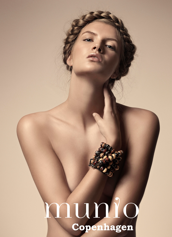 Munio female model.jpg