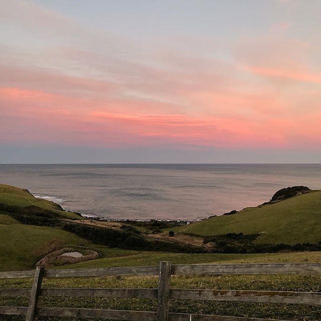 Beautiful evening views ⠀ 📷 @eskimotash Thanks for the superb pic ✌🏽⠀ ⠀ #oceanfarm #southcoastholidays #southcoastgetaway #southcoastnsw #nswcoast #seachange #holidaystyle #farmlife #farmstyle #luxurystay #luxurytravel #southcoaststyle #farmviews #oceanviews #pastelskies⠀ ⠀