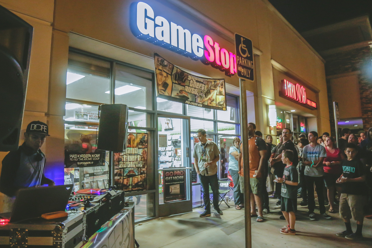 DJin at Game Stop for the release of GTA V
