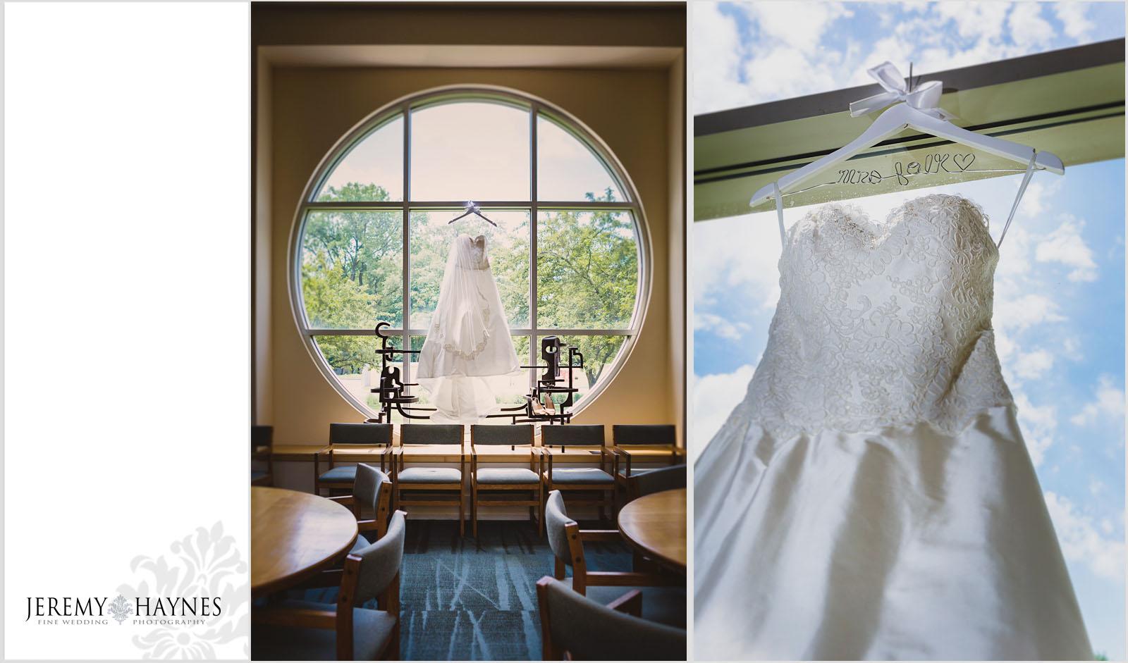 2 Indianapolis Art Center Indianapolis, IN Beautiful Wedding Preparation Photos.jpg
