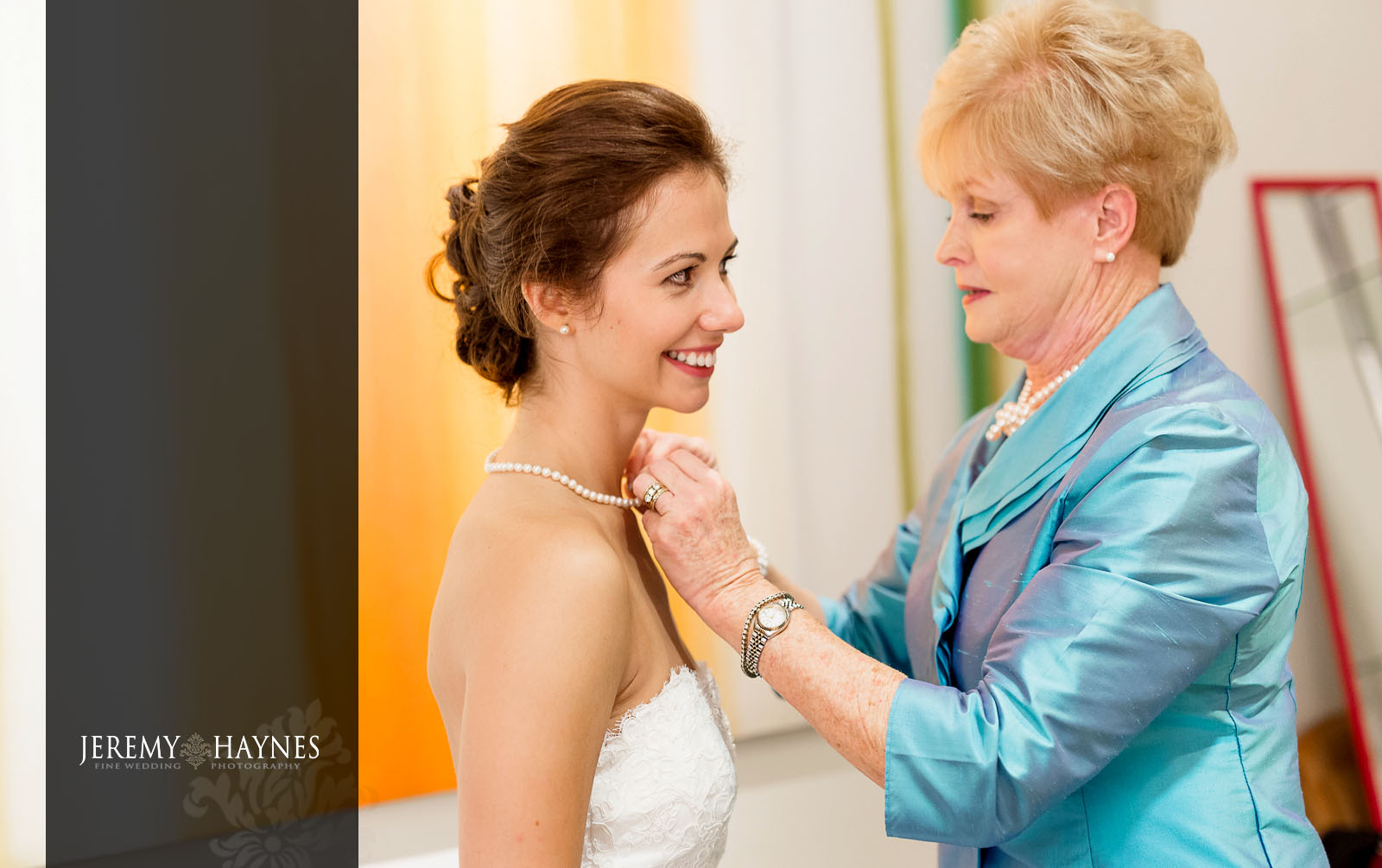 9 Indianapolis Art Center Indianapolis, IN Beautiful Wedding Preparation Pictures.jpg