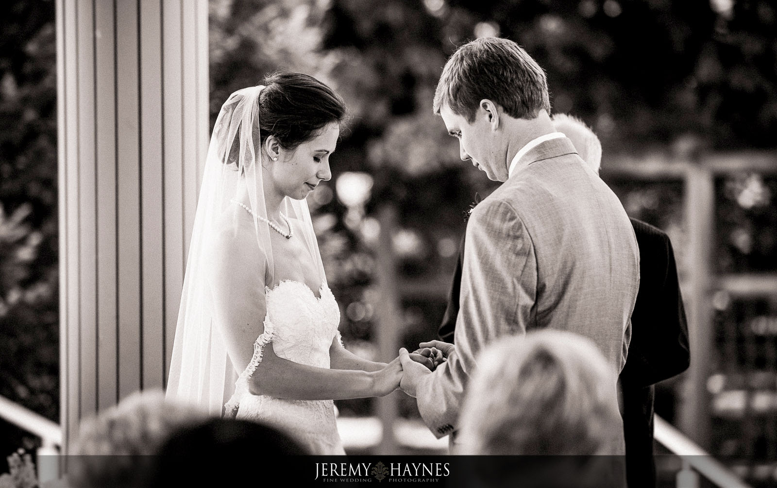 25 Indianapolis Art Center Indianapolis, IN Wedding Couple Ceremony Pictures.jpg