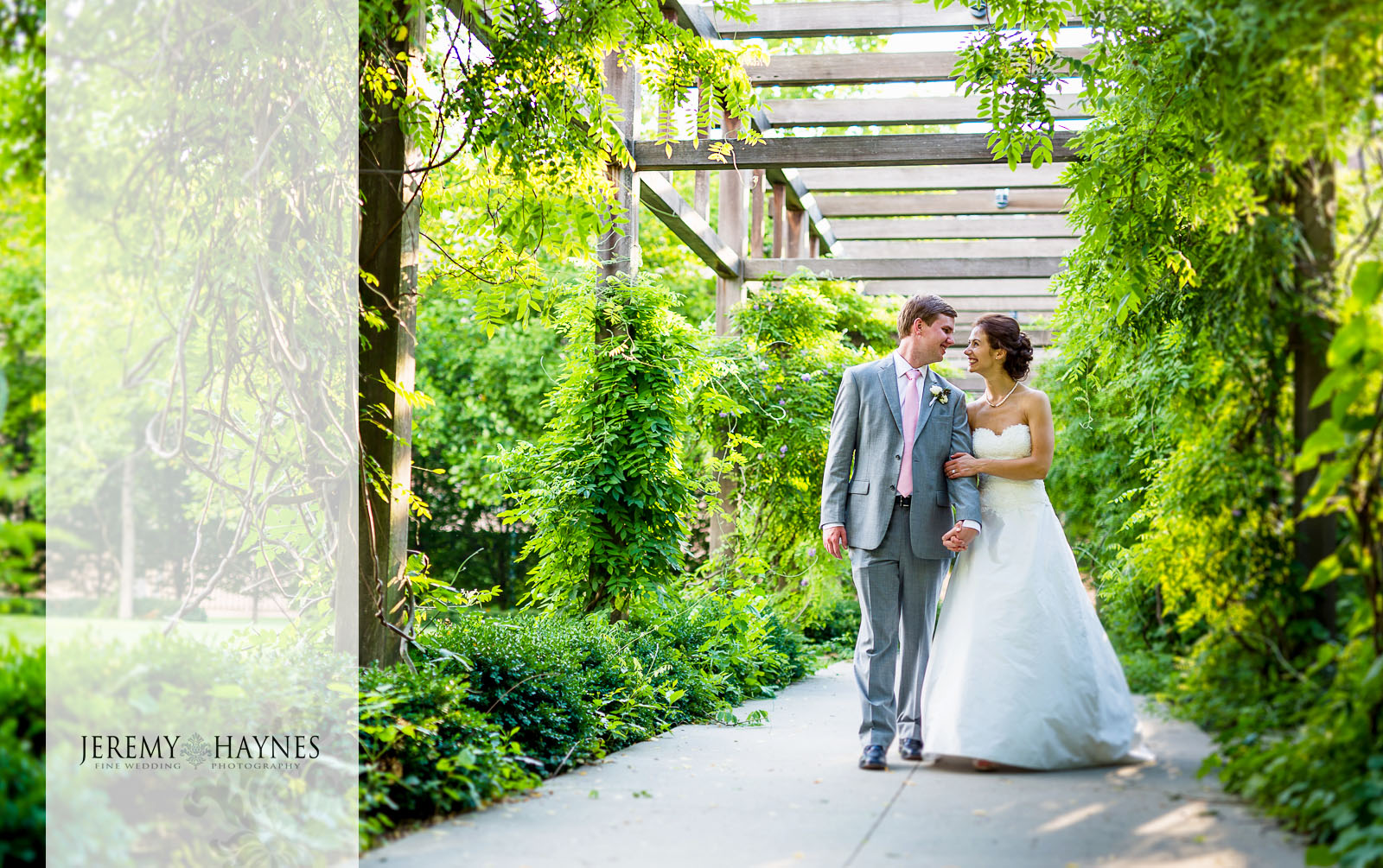 44 Indianapolis Art Center Indianapolis, IN Romantic Wedding Couple Photos.jpg