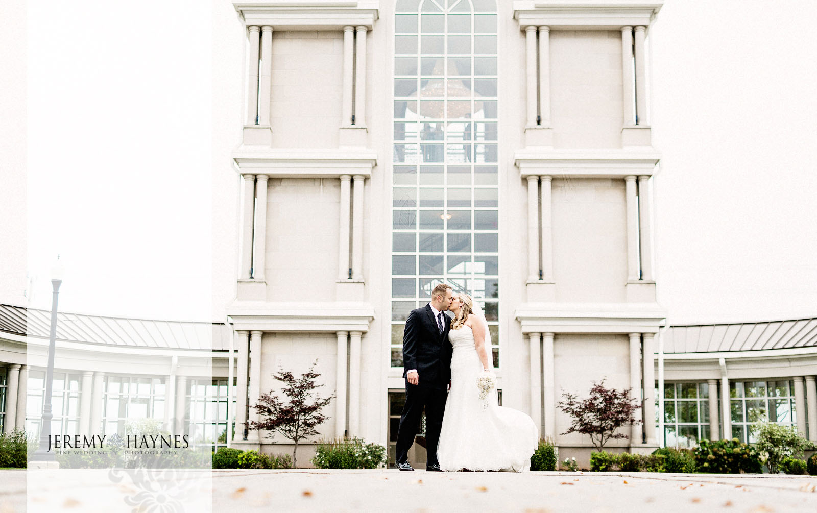 10-community-life-center-indianapolis-wedding-photographers-bridal-couple-pictures.jpg