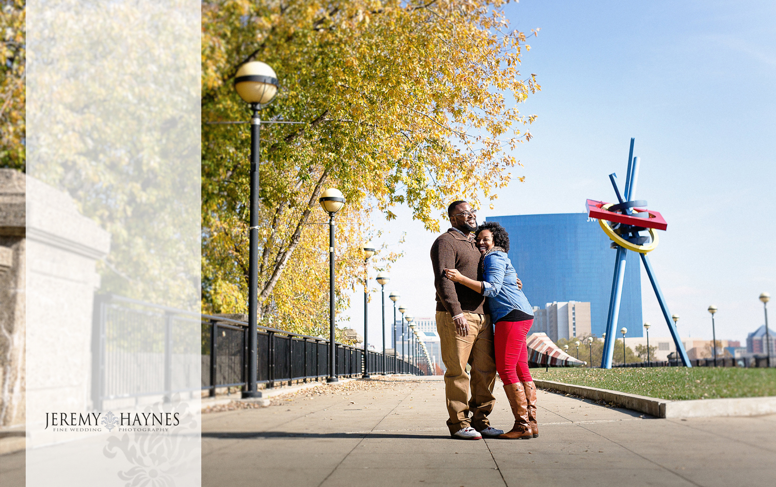 06-white-river-gardens-downtown-indiana-central-canal-indianapolis-engagement-photographers.jpg