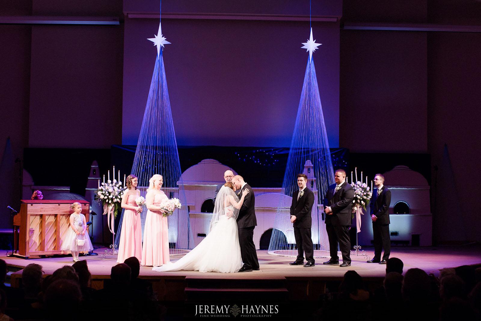 11-emmanuel-community-church-fort-wayne-wedding-photography-ideas.jpg
