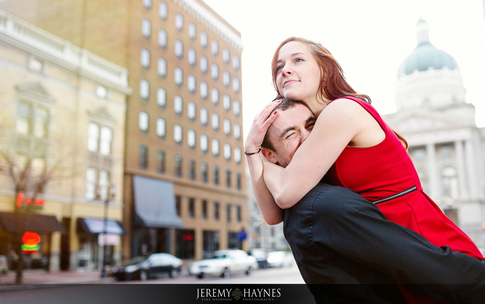 06-indiana-state-capitol-building-downtown-indianapolis-city-engagement-photography-200-west-washington-street.jpg