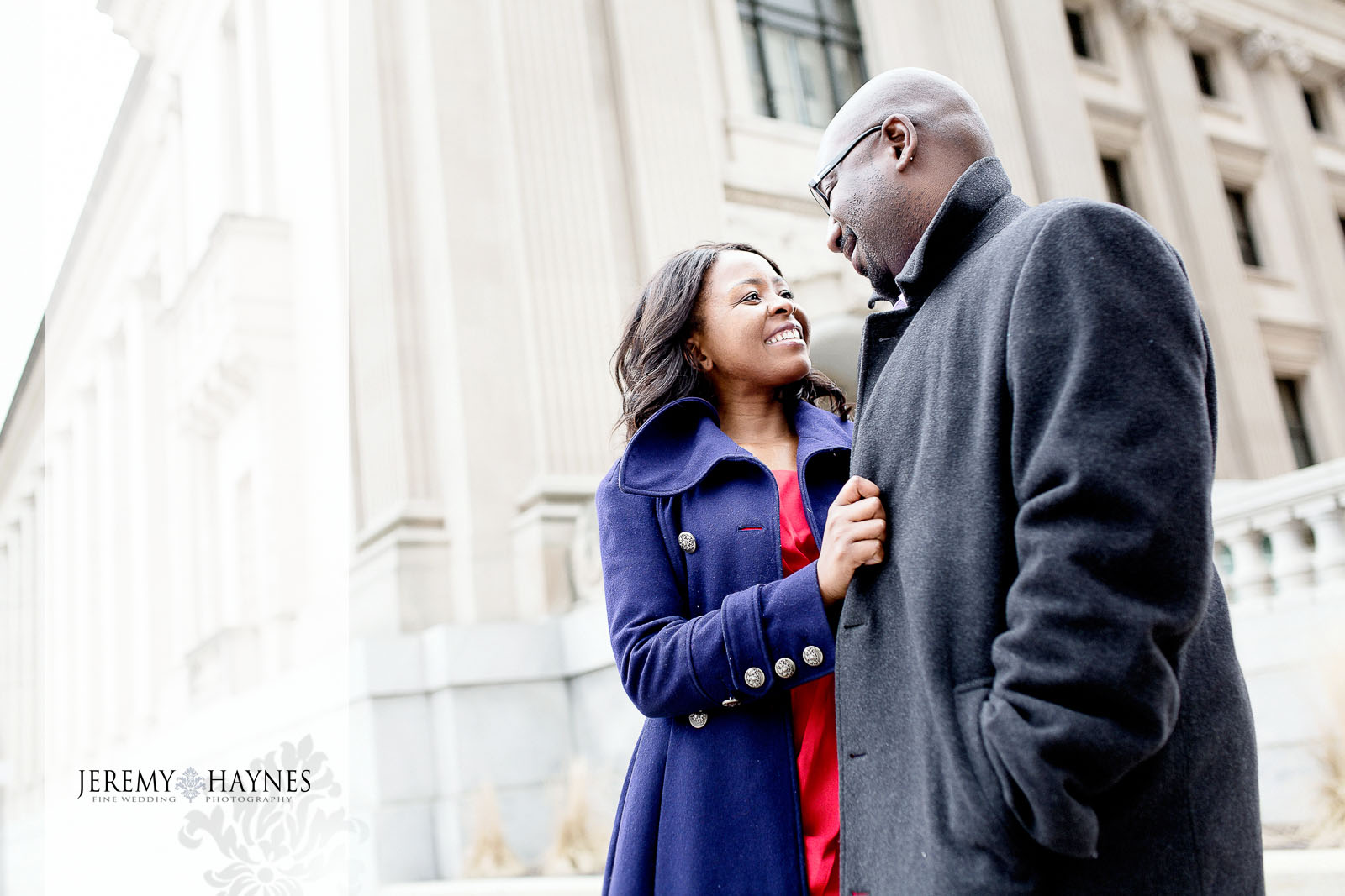 03-the-birch-bayh-federal-building-us-courthouse-downtown-indianapolis-city-romantic-fun-engagement-photos.jpg