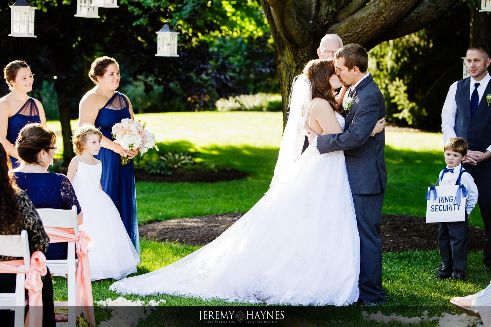 outdoor-natural-avon-gardens-wedding-pictures-jeremy-haynes-photography.jpg