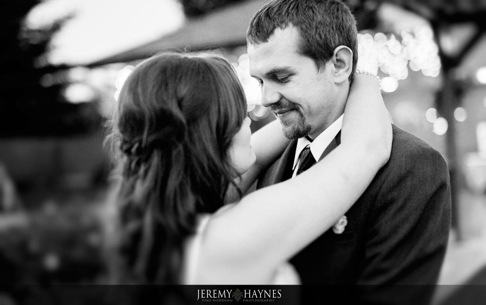 jeremy-haynes-photography-indianapolis-wedding-photographers-wedding-couple-first-dance.jpg
