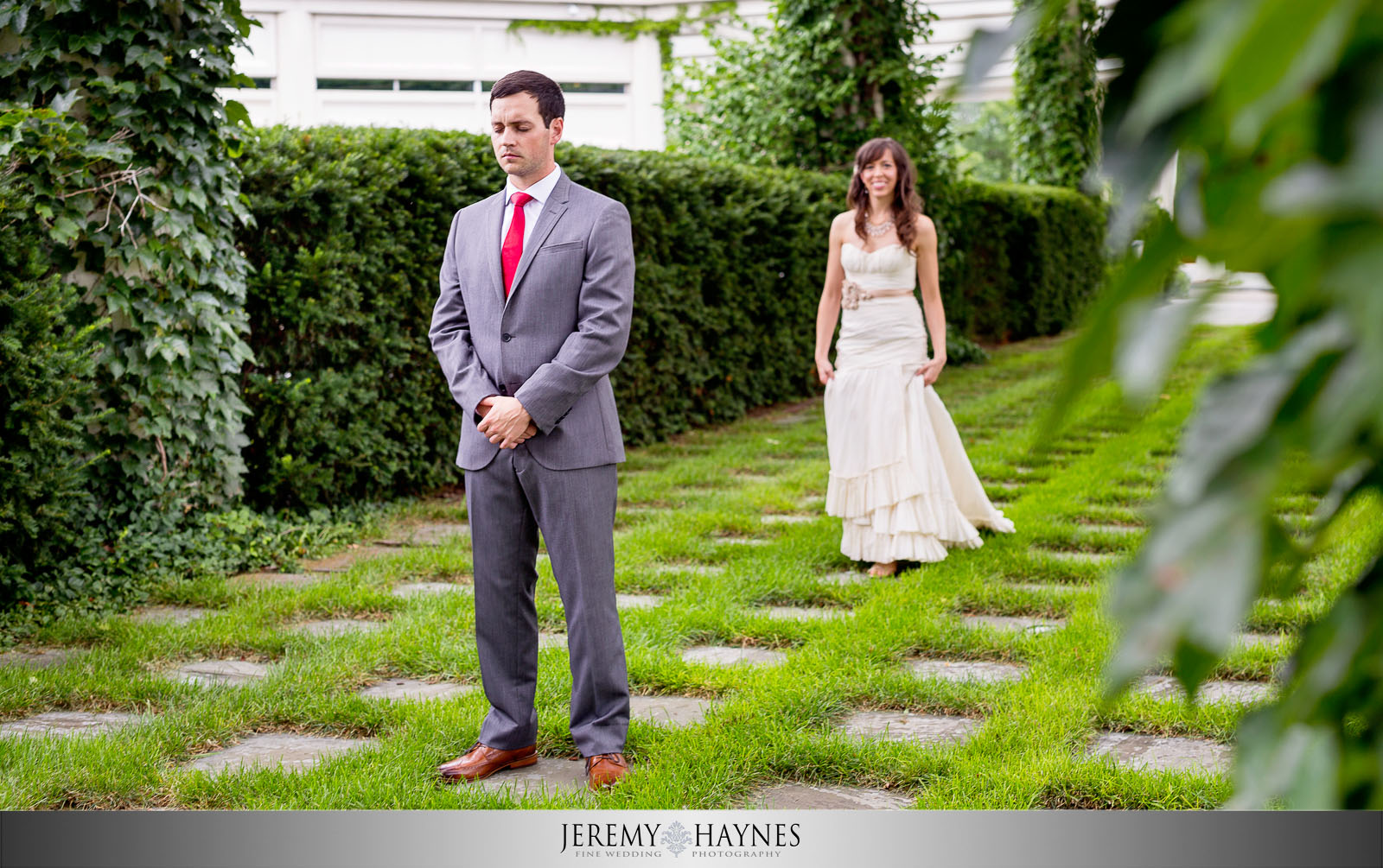 outdoor-first-look-the-commons-columbus-wedding-jeremy-haynes-photography.jpg