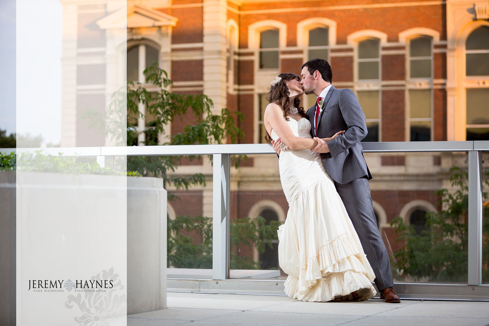 sunset-romantic-wedding-couple-jeremy-haynes-photography-the-commons-columbus.jpg