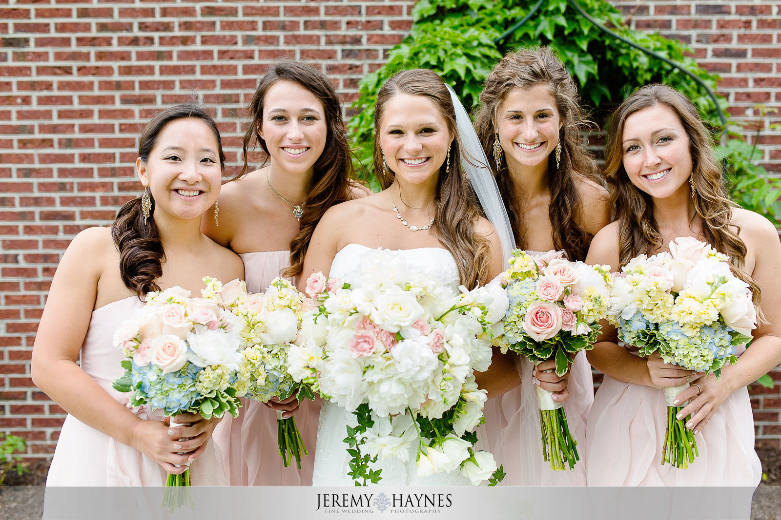 beautiful-indianapolis-wedding-photography-bridesmaids.jpg
