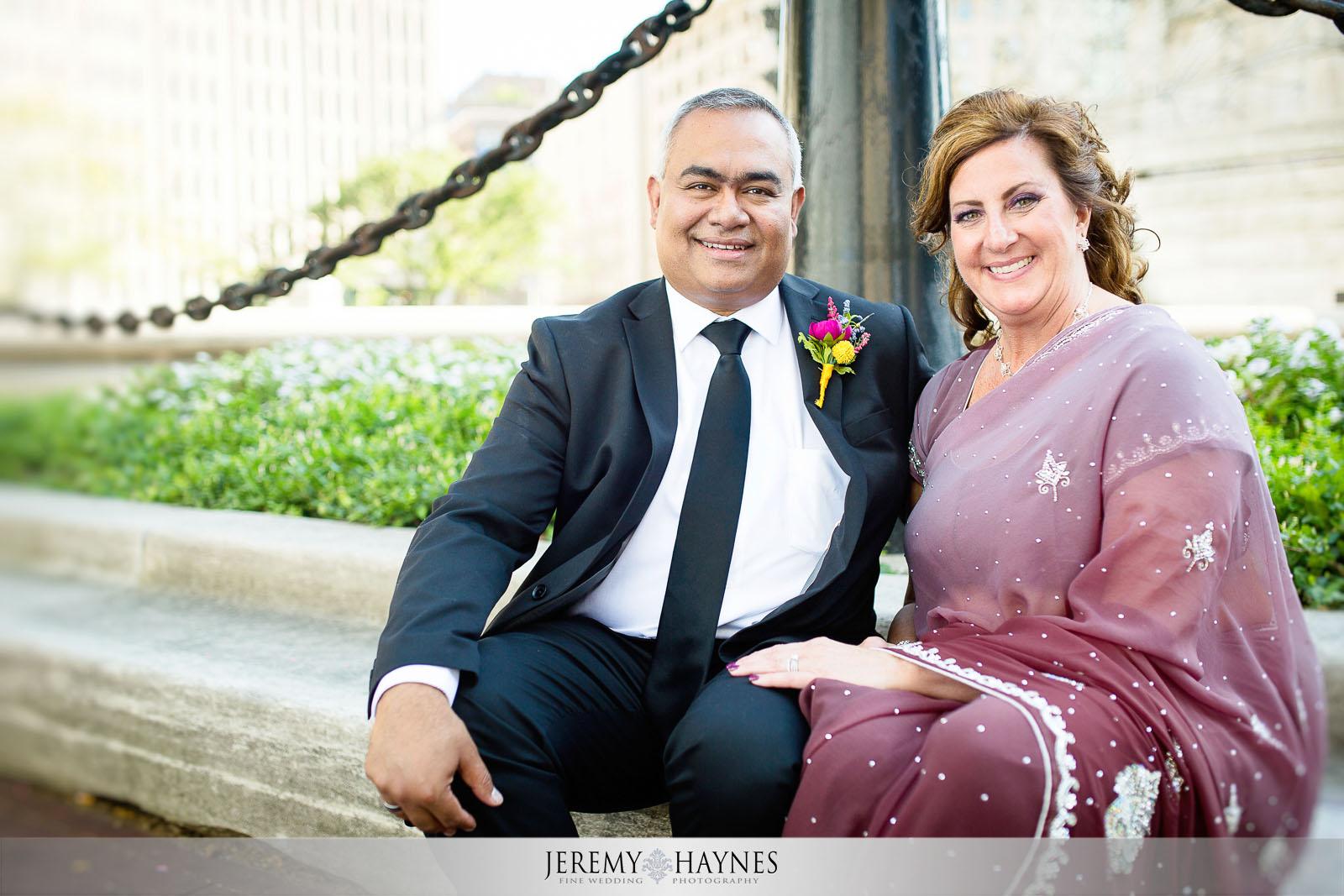 beautiful-outside-monument-circle-wedding-photos