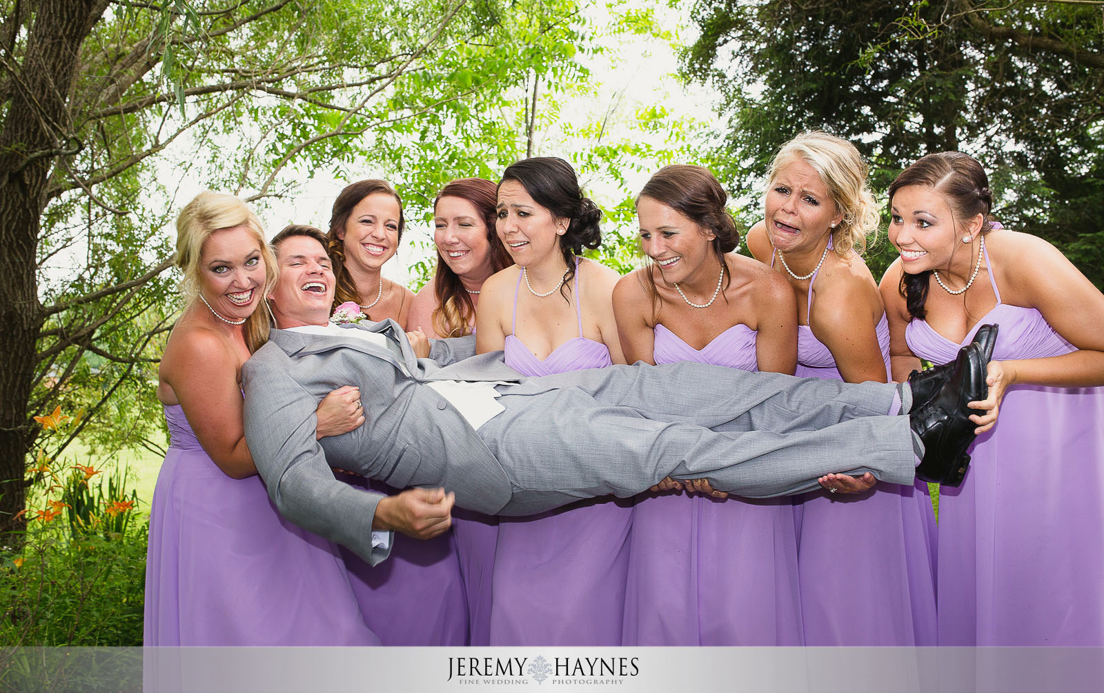 silly-groom-group-picture-with-bridesmaids