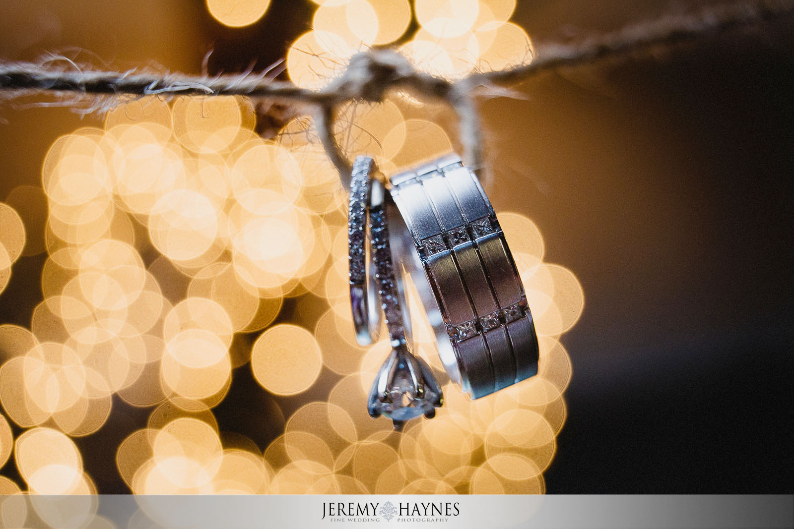 artistic-wedding-ring-picture