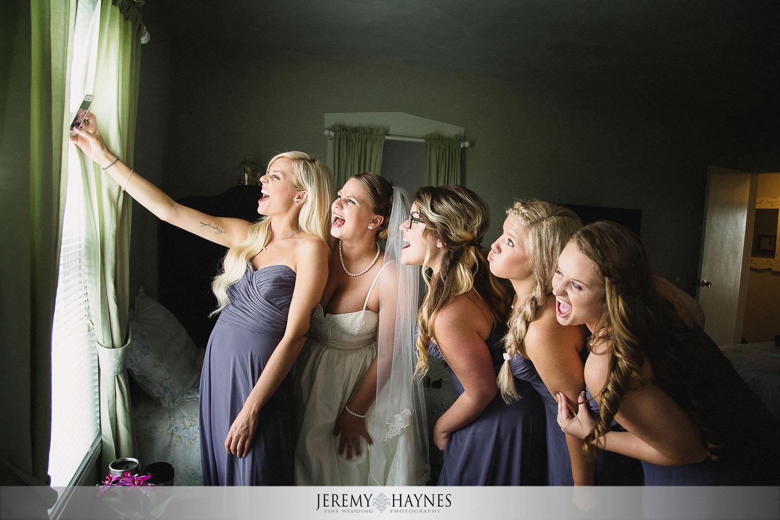 fun-arcadia-bridal-party-photos