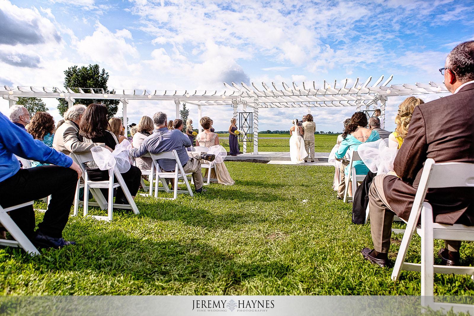 sunny-maple-lane-inn-wedding-ceremony