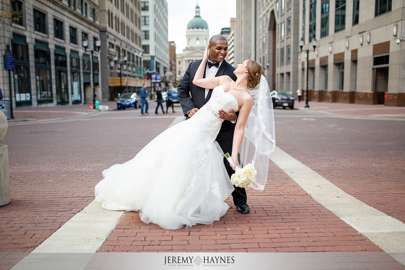 monument-circle-wedding-pictures
