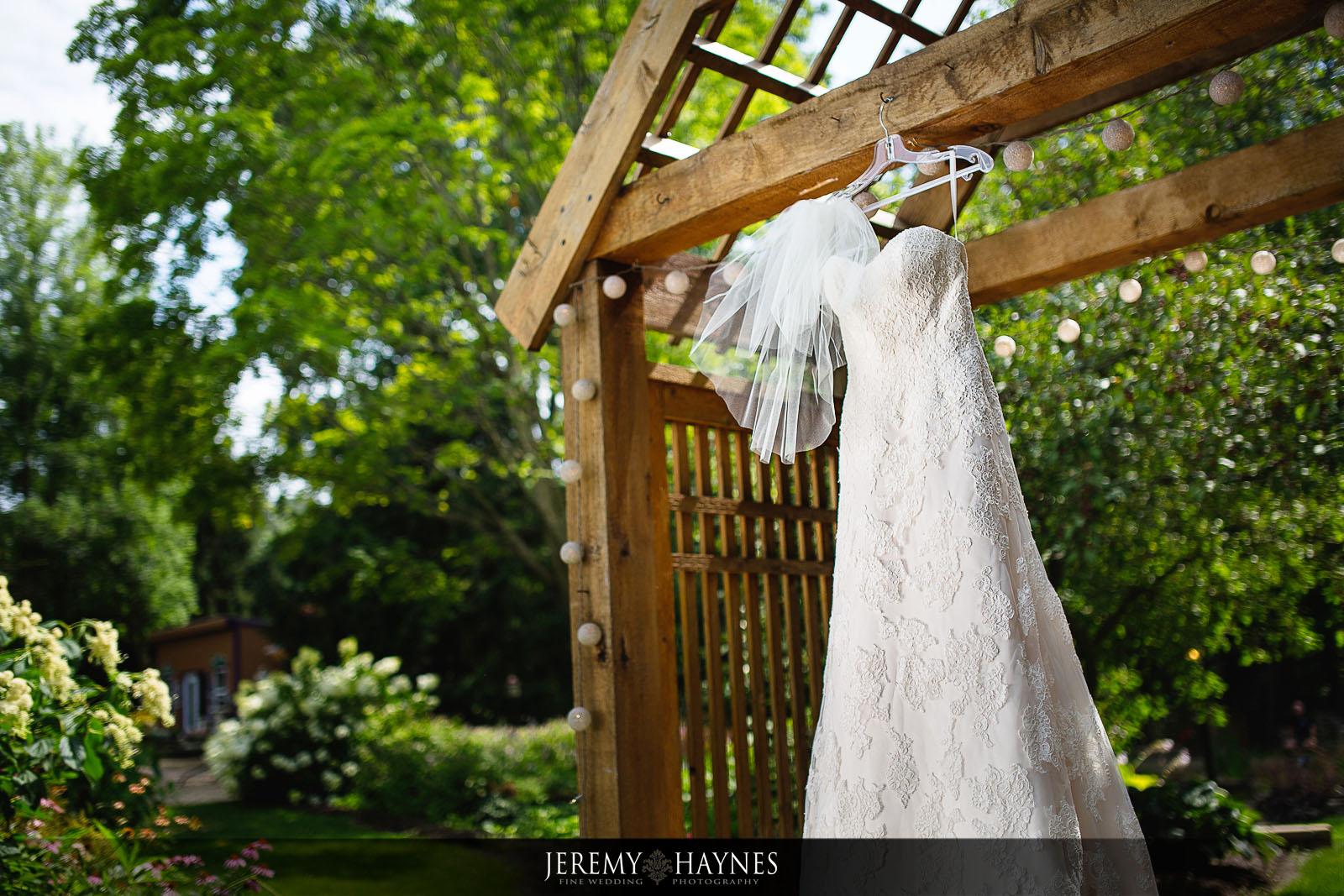 wedding-dress-avon-gardens