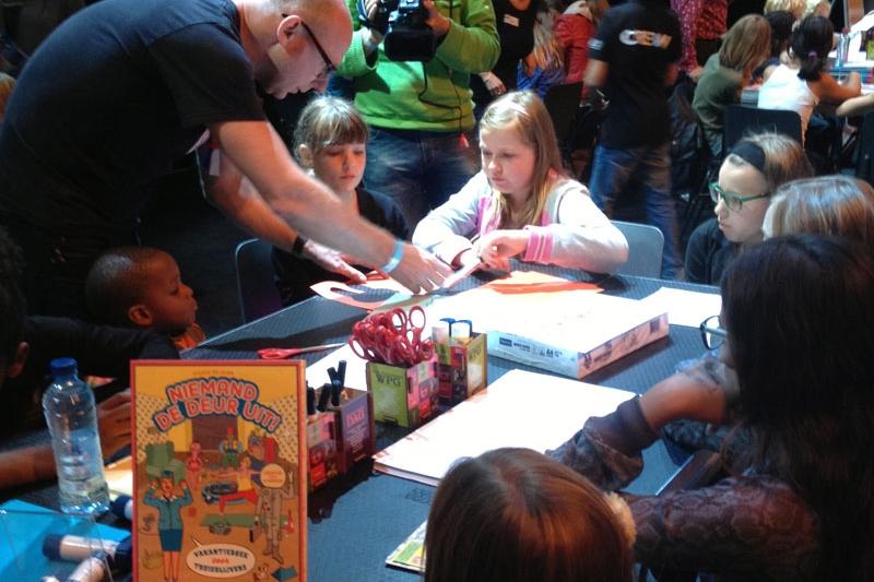 (Strip)tekenworkshops   Jeroen de Leijer is te boeken voor (strip)tekenworkshops. Bij voldoende aanmeldingen kan er in een weekend of vakantie een workshop plaatsvinden op zijn atelier.