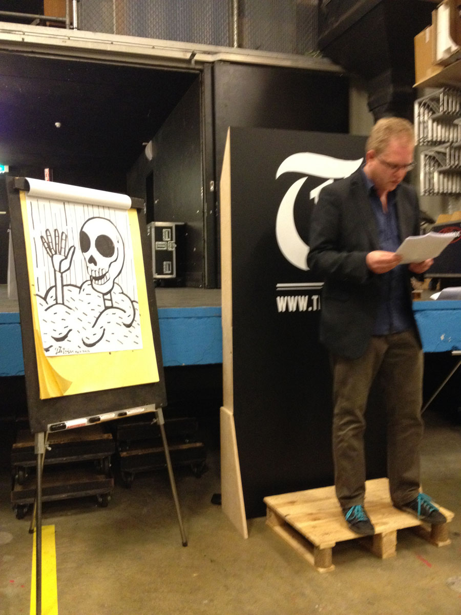 Joubert Pignon leest voor een tekening van Jeroen van een verhaal van Bart Smout