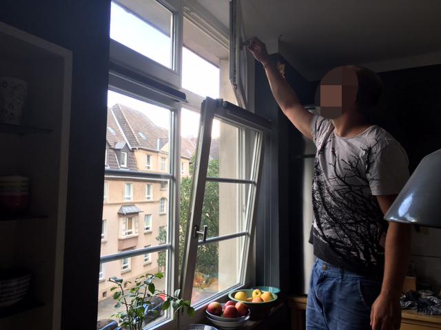 Der Frischluft liebende Bautechniker. Er sitzt am liebsten mit geöffnetem Fenster in der Küche.