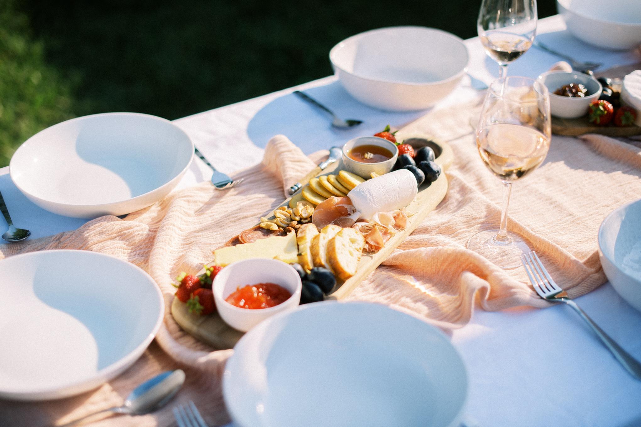 Backyard_Summer_Dinner_Party_Tonya_Espy_Photography-13.jpg
