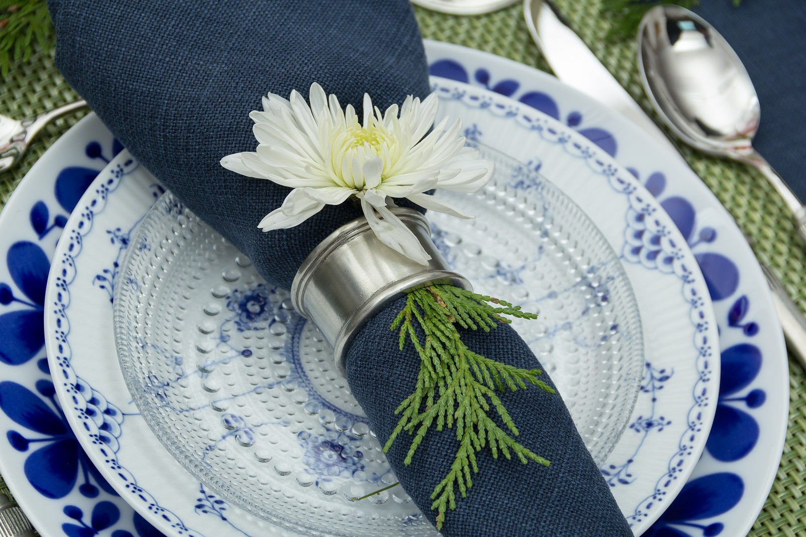 A fresh tablescape for the new year...