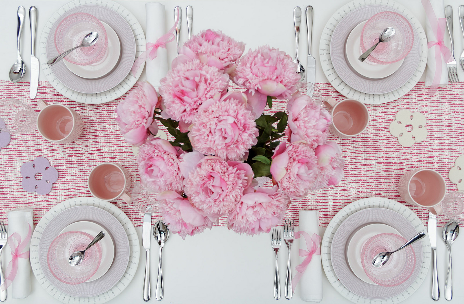 valentines table setting pink