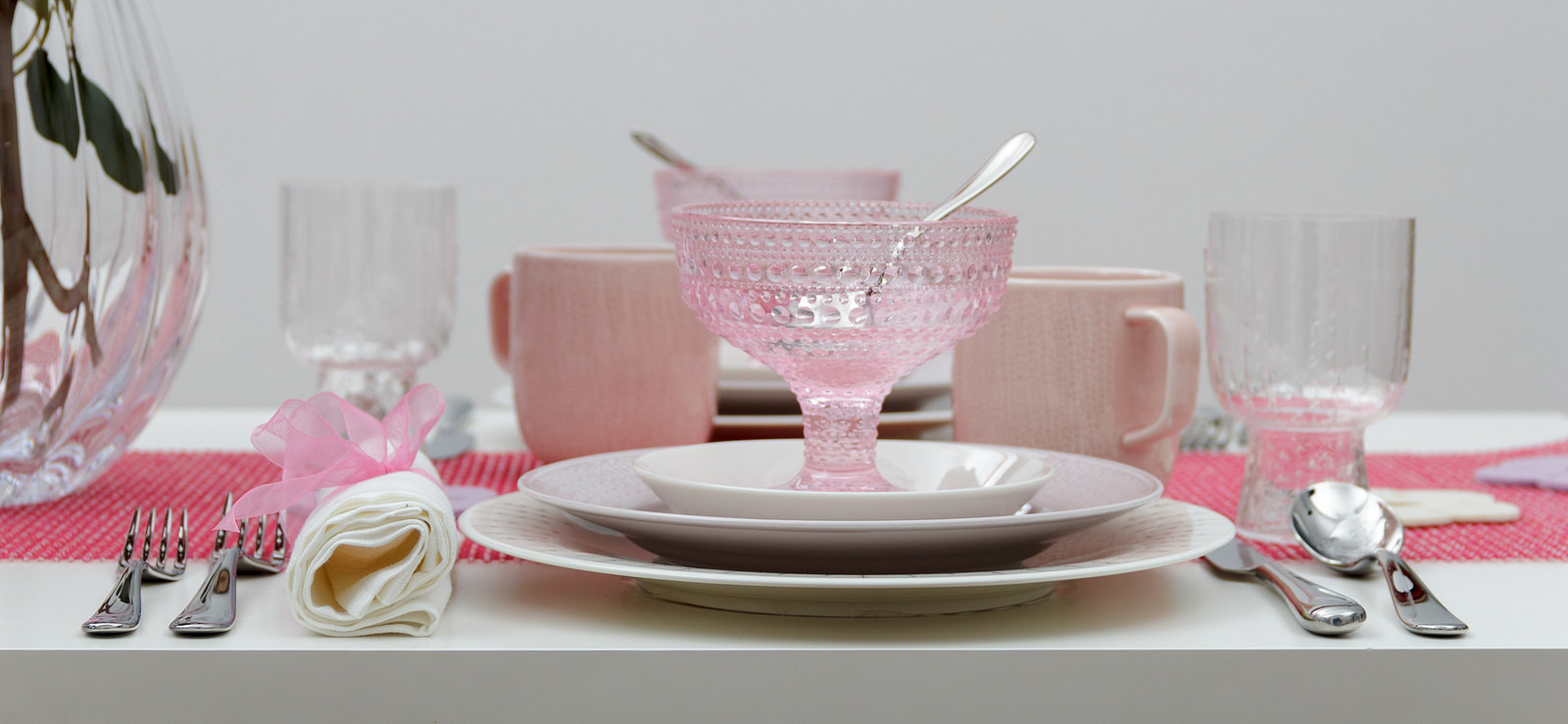 valentine's setting table pink