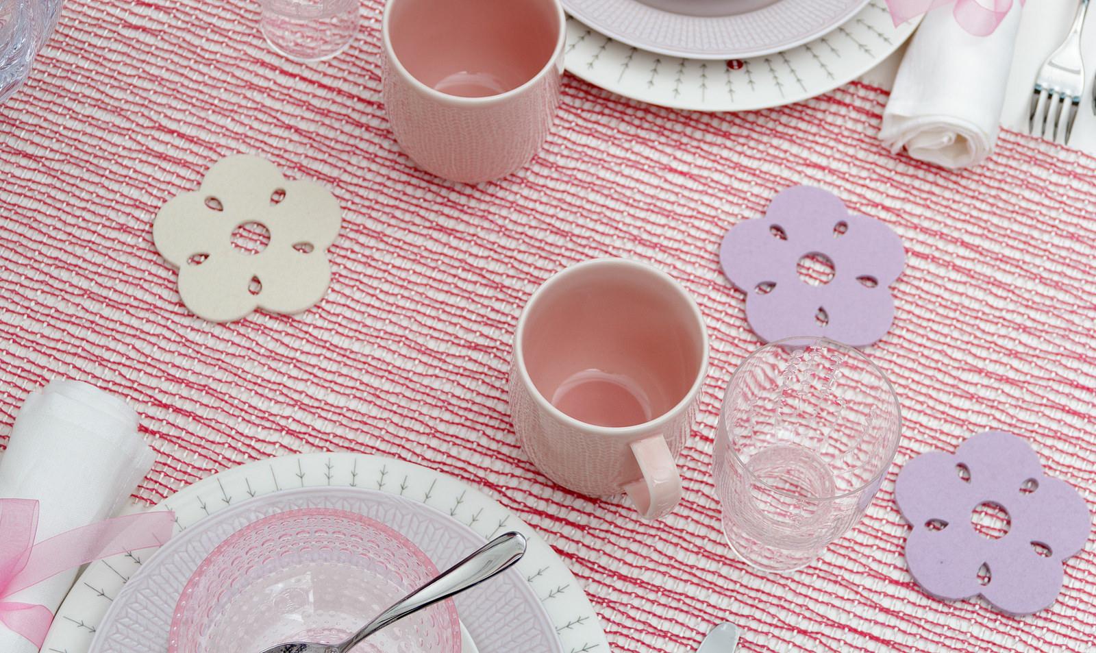 valentine's table setting kukka