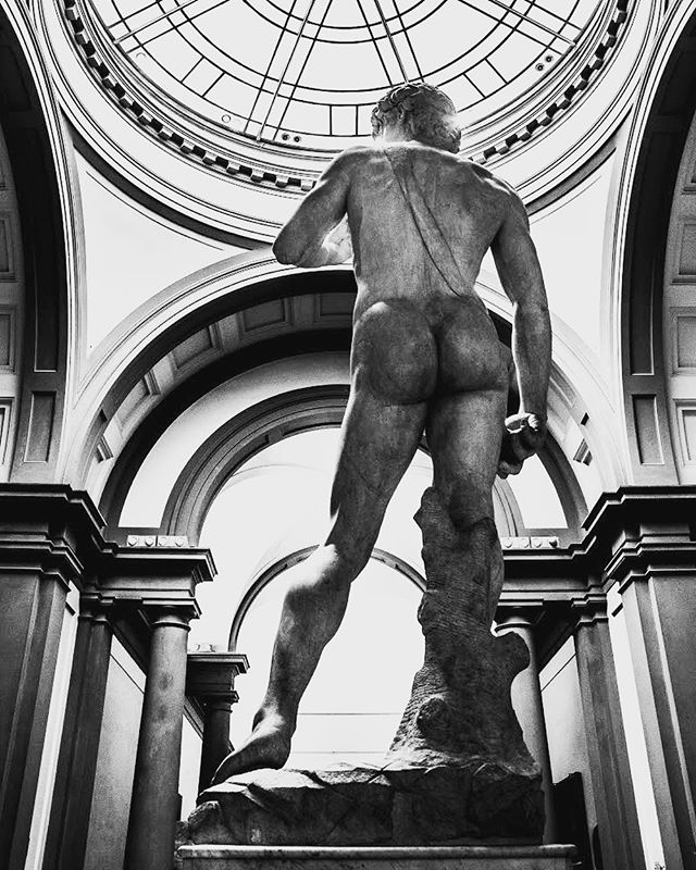 Legends need no pedestal or introduction. Goliath never stood a chance. #Florence — #Michelangelo 's work is better in person. Renaissance masterworks are renowned the world over for a reason. Funny that this statue came to represent, civil liberties embodied in the, independent city-state at the time, Republic of Florence, and David's menacing glare when placed in the piazza was turned towards Rome. — 📸#sterlingsanders — @SonyAlpha A9 | @Sony FE 24-70mm GM | 70mm | ISO 2000 | f6.3 | 1/100s — #dsart #makearteveryday #artinspo #beboldbecreativebeyou  #carveouttimeforart #studioscenes #insanelyinspiredinstagram #passioncolorjoy #colorcrushcreative #courageouscreativehomestudio #contemporaryfineart #artscrowds #artsbeautifulx #artistsharing #happyartistmovement #lifeofanartist #smallworks #expressiveart #dstexture #thenativecreative #artnewss #art_empire  #instaartexplorer #createeveryday #artwork_in_studio