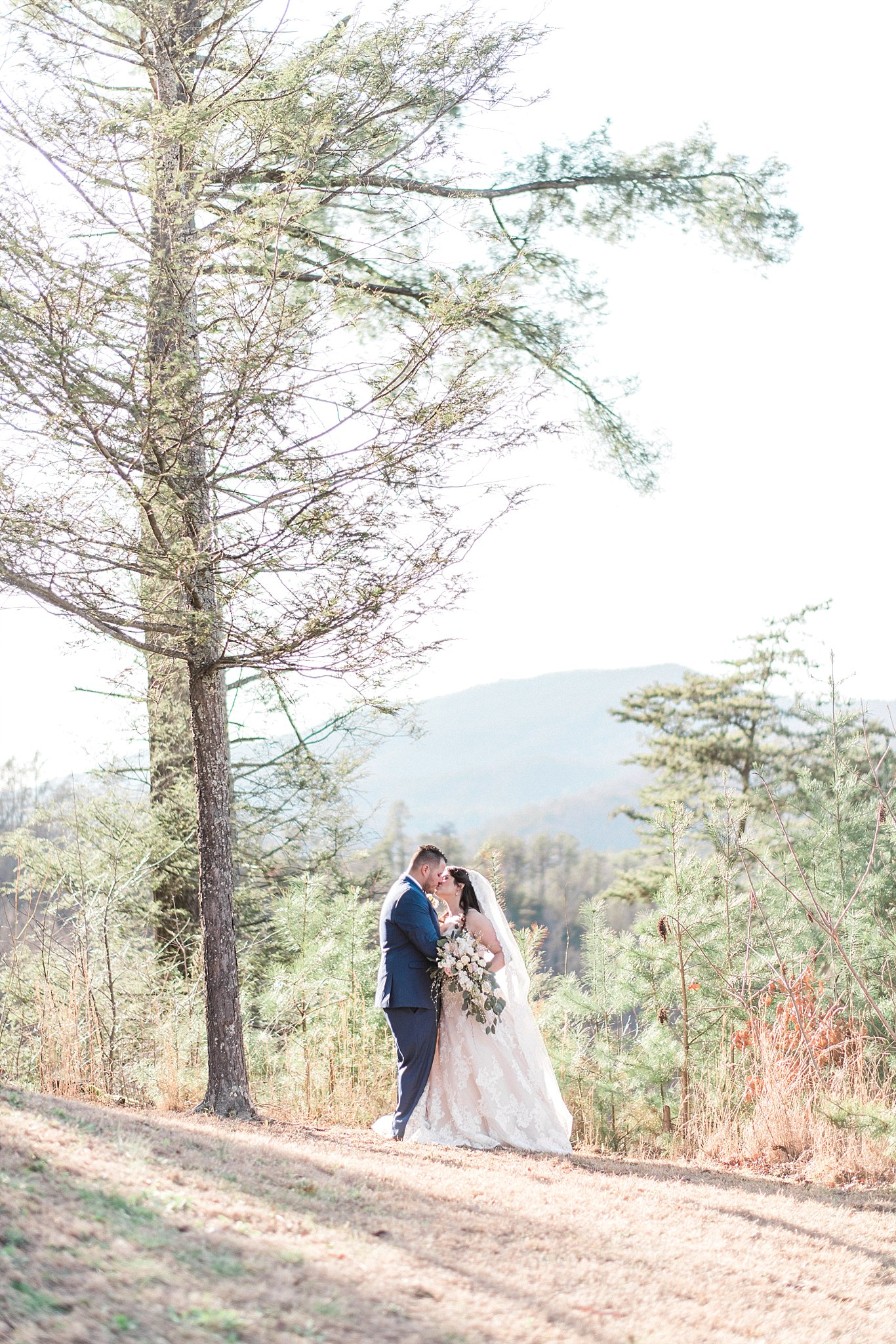 the-lodge-at-brothers-cove-wedding-smoky-mountains