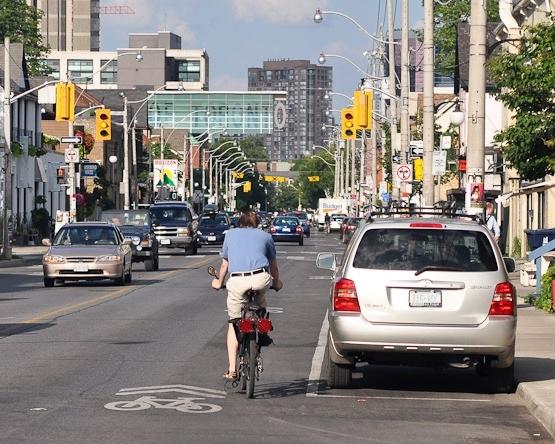 Source https://commons.wikimedia.org/wiki/File:Sharrows_Toronto_2011.jpg
