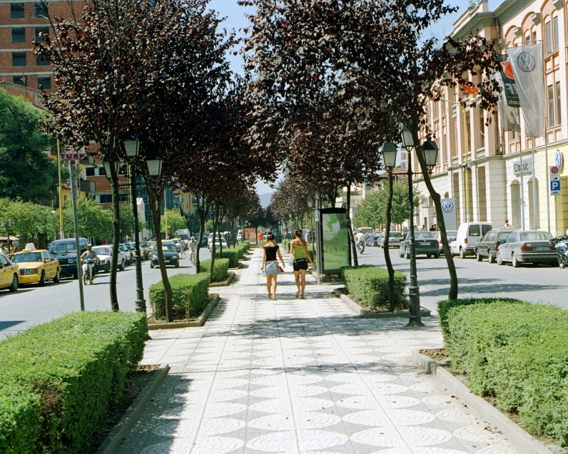 Source https://commons.wikimedia.org/wiki/File:Streets_in_Tirana_010.jpg