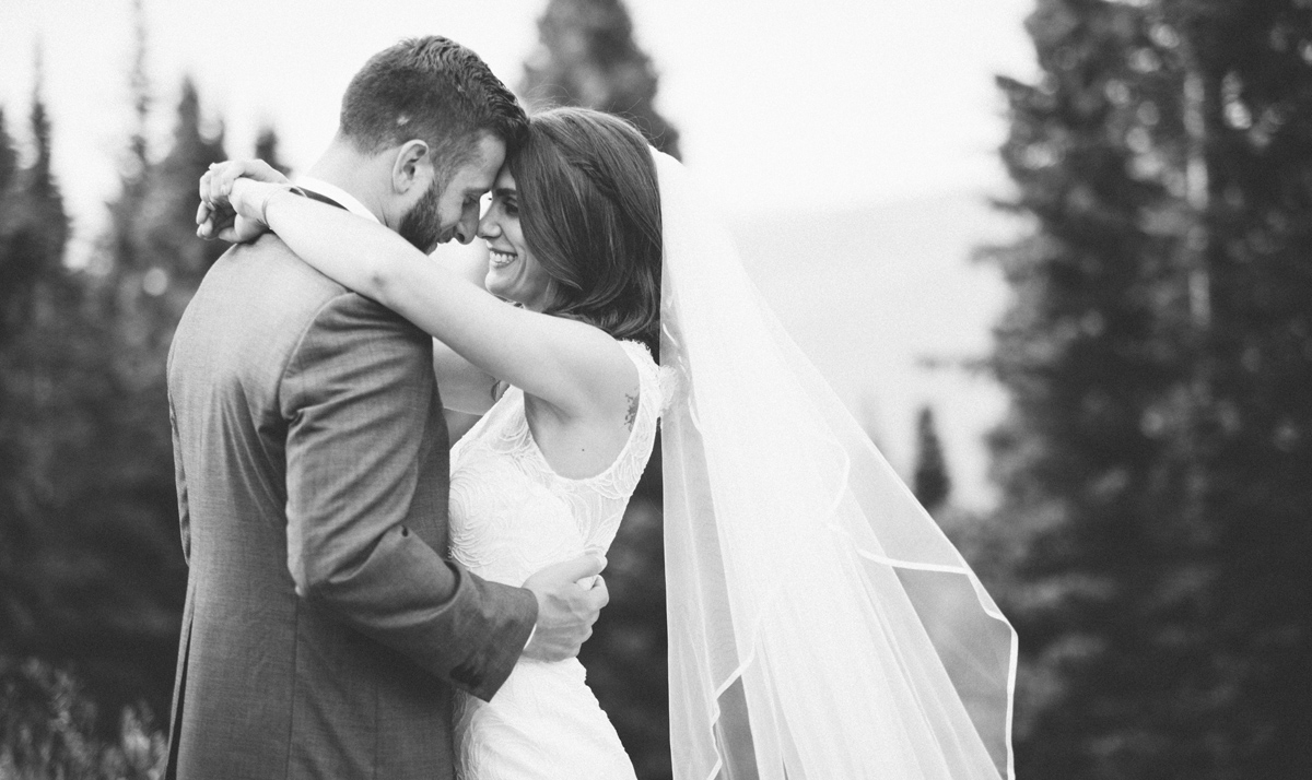 005-beaver-creek--colorado--photography--wedding--black-and-white--couple--portrait.jpg