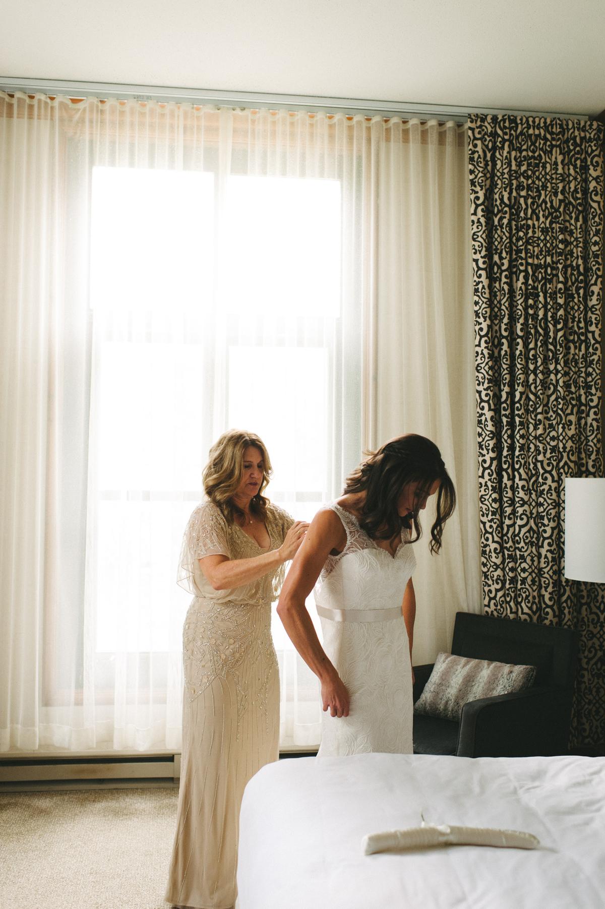 063-beaver-creek--park-hyatt--bride--wedding-photo--dress--mom.jpg