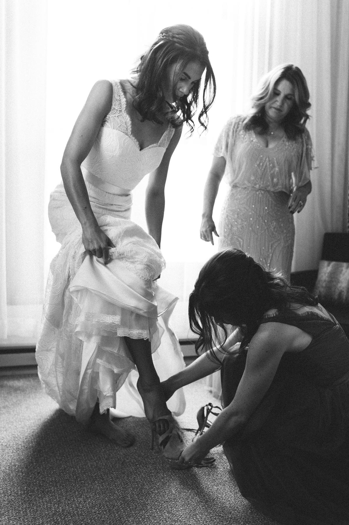 065-beaver-creek--park-hyatt--bride--wedding-photo--dress--bridesmaid--black-and-white.jpg