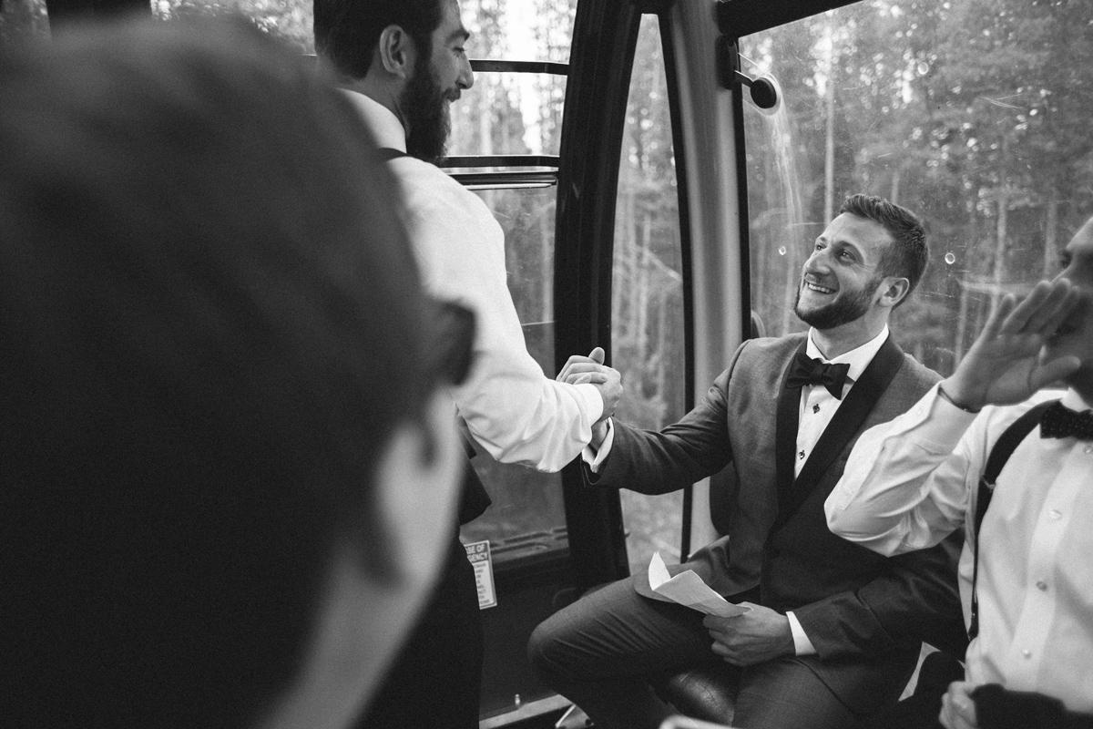 089-beaver-creek--groom--wedding-photo--gondola--groomsmen--black-and-white.jpg
