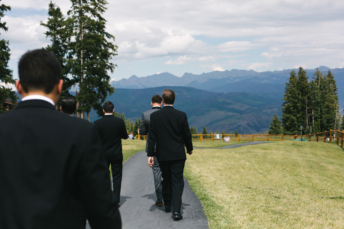 092-beaver-creek--groom--wedding-photo--gondola--groomsmen--mountain-top.jpg