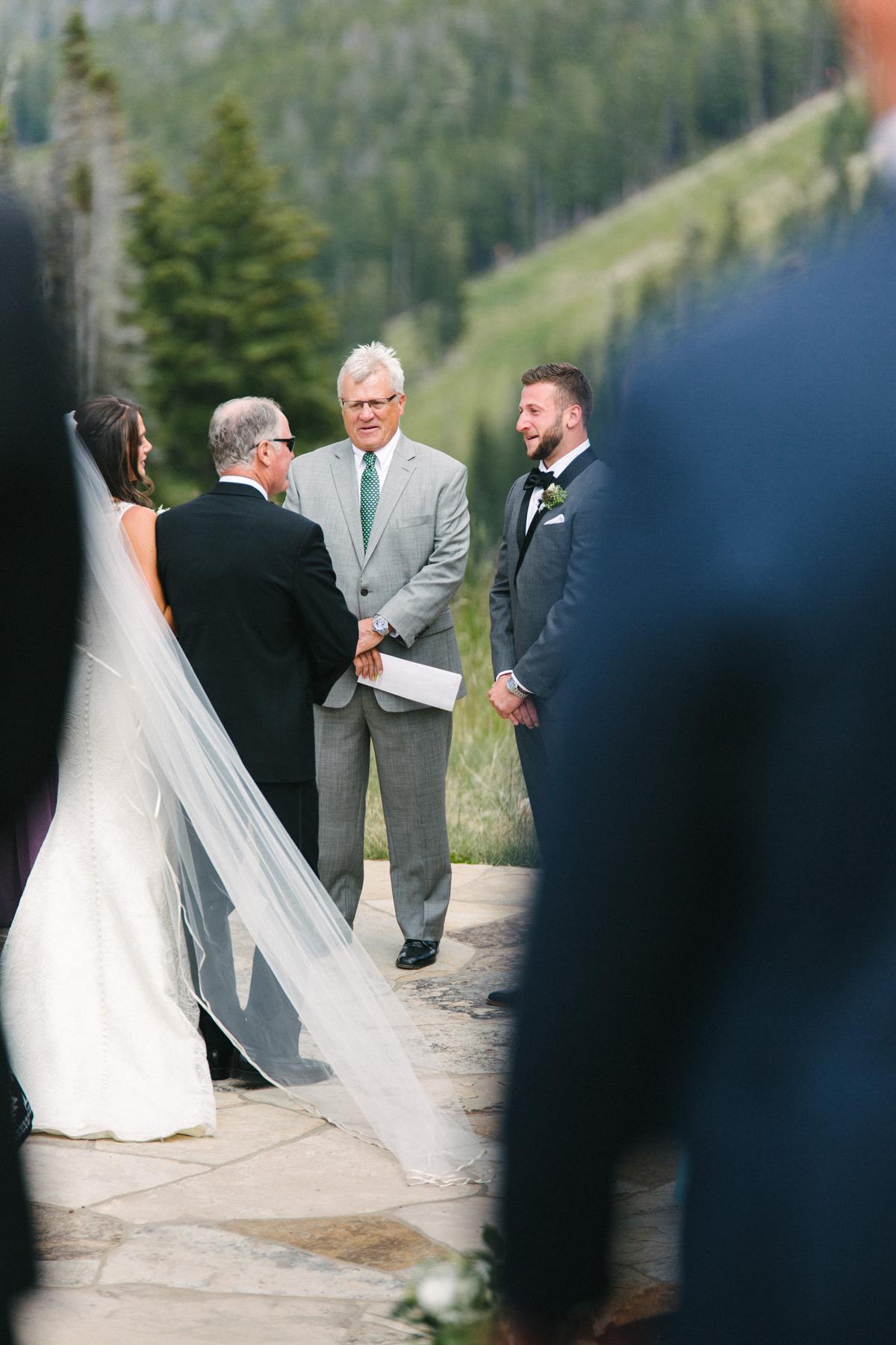 125-beaver-creek--bride--wedding-processional--dad.jpg