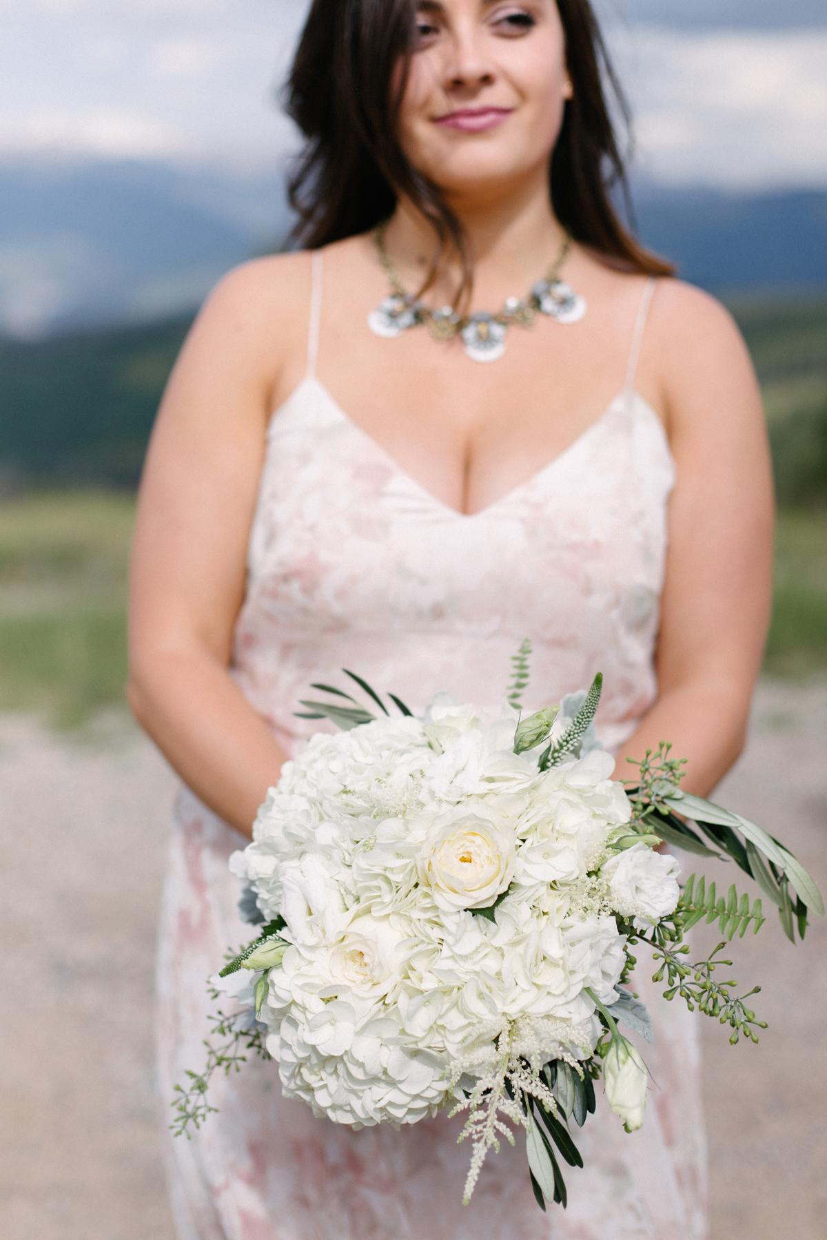 338-beaver-creek--bouquet--bridesmaid--white-flowers.jpg