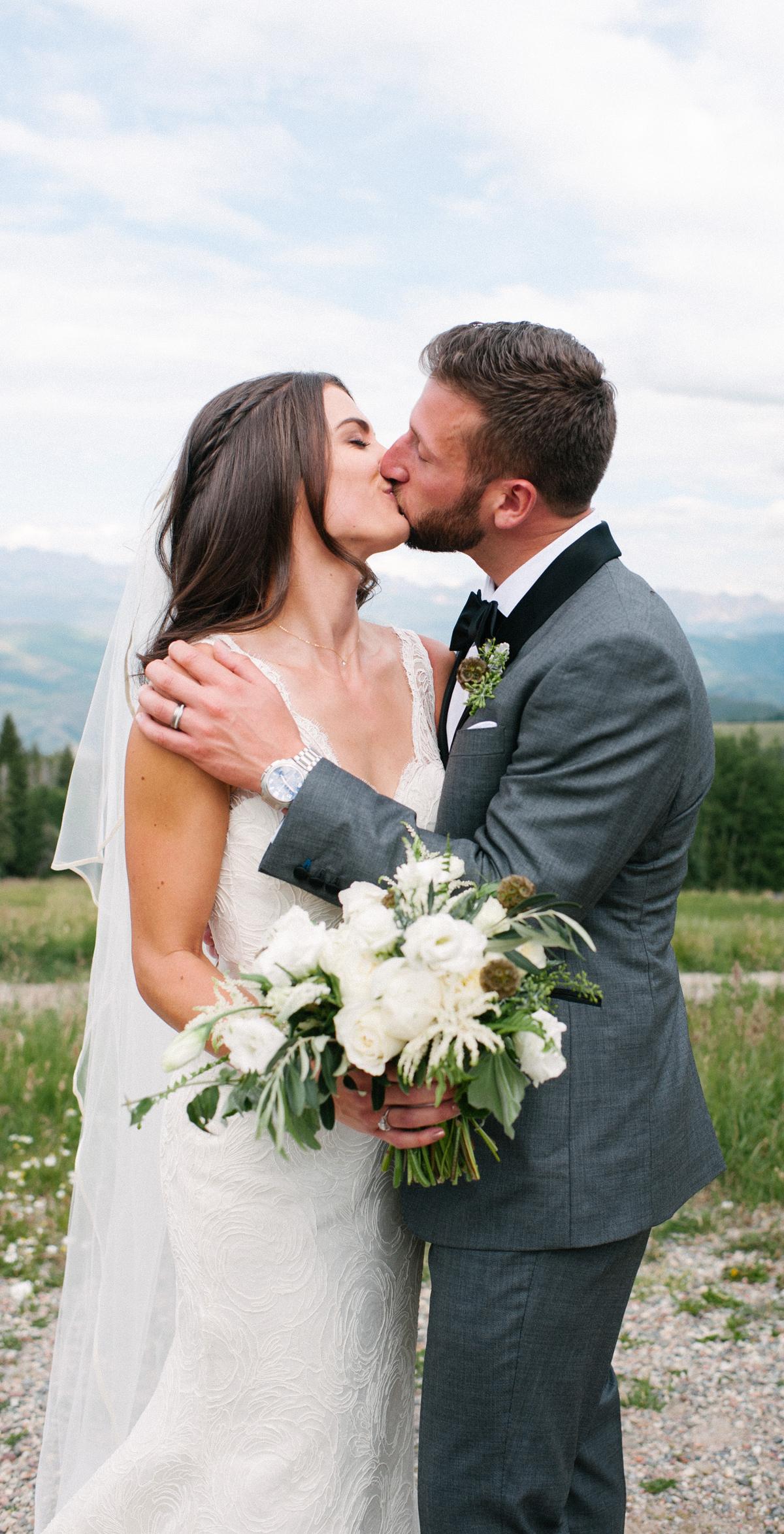 337-beaver-creek--mountain-top-wedding--couple--portrait--kiss.jpg