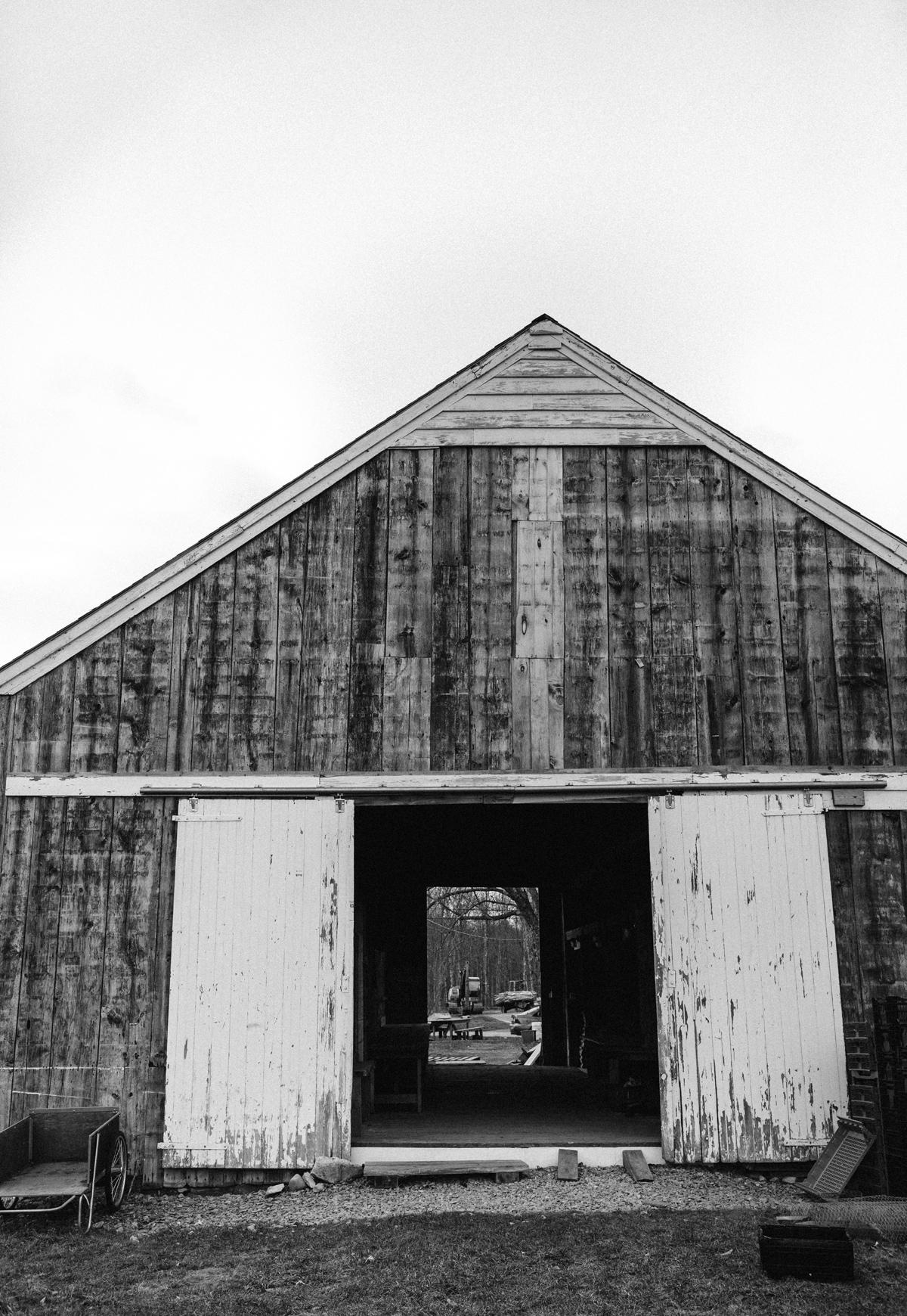 021-wedding-photography--rustic--intimate--farm--portland--maine--flannagan-farm.jpg