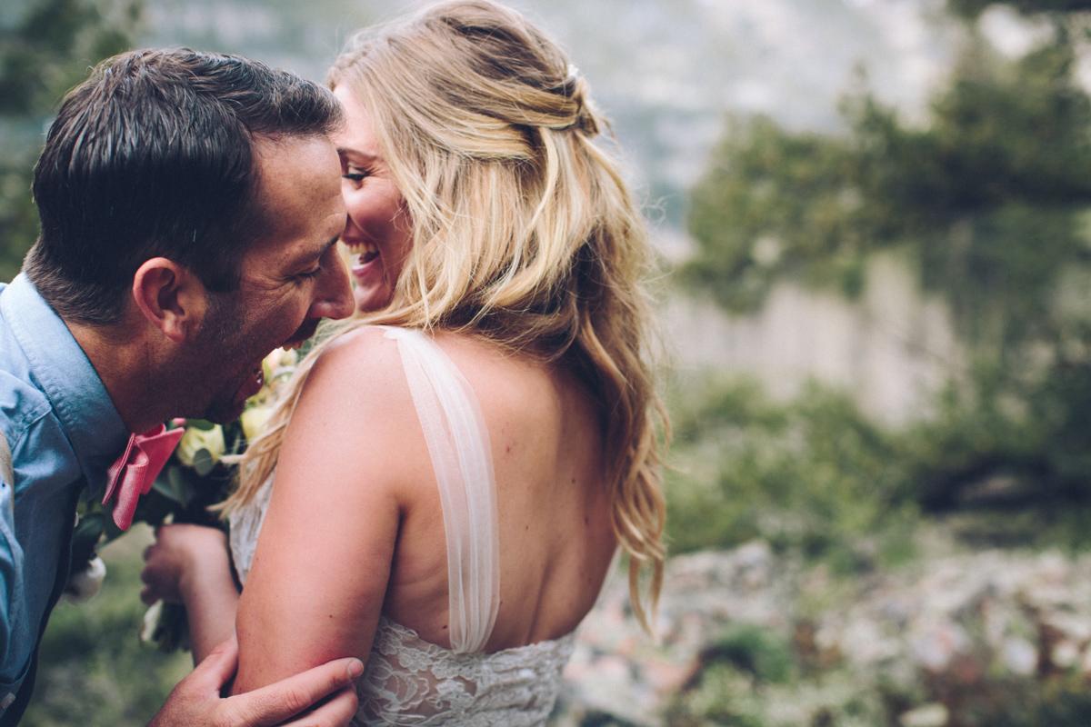 087-elopement--photography--colorado--mountain--vail--snow--intimate--wedding.jpg