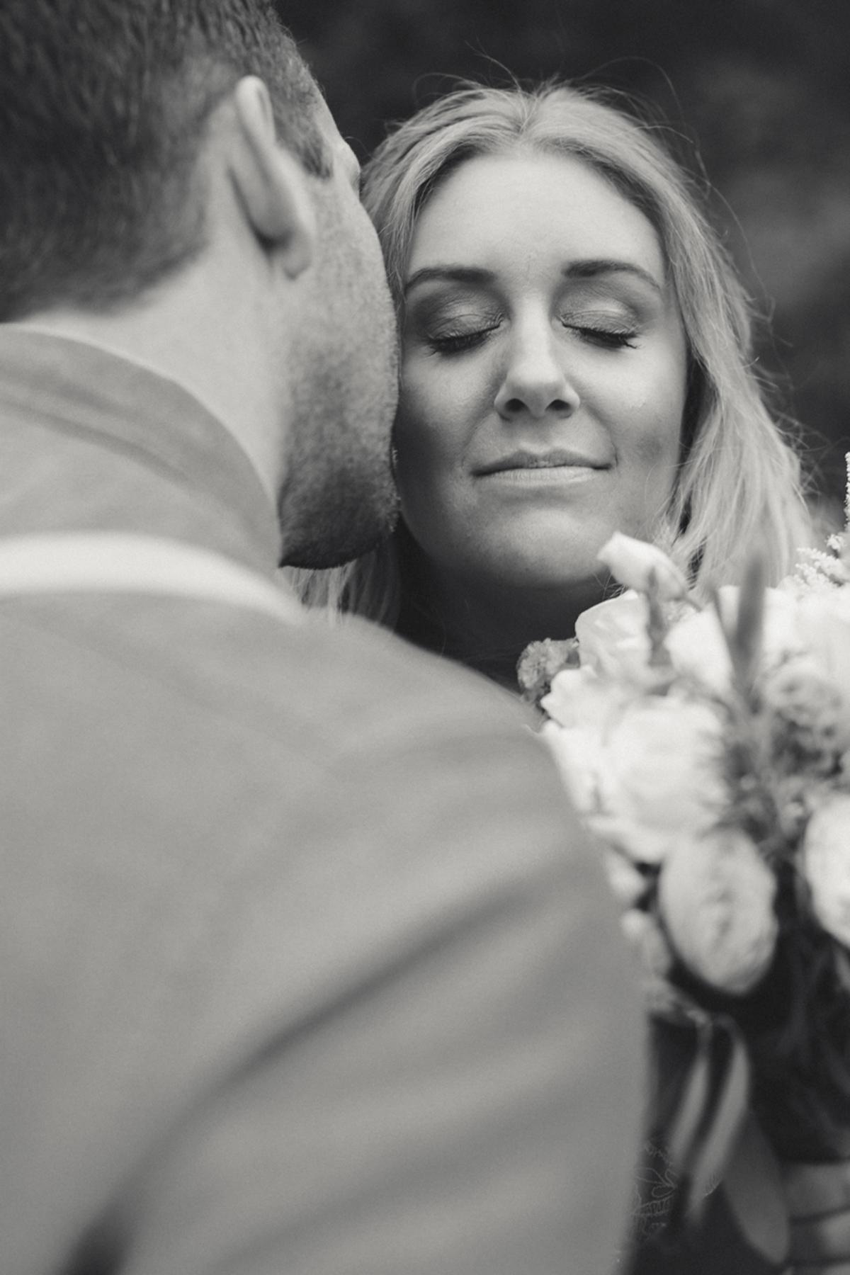 088-elopement--photography--colorado--mountain--vail--snow--intimate--wedding.jpg