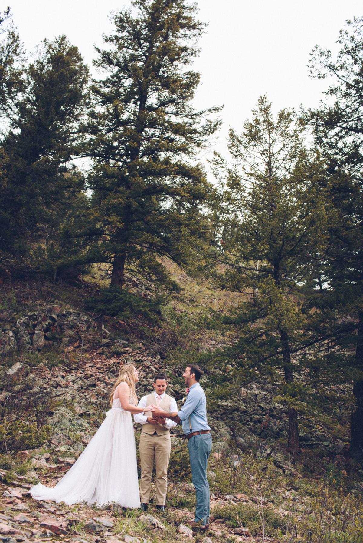 089-elopement--photography--colorado--mountain--vail--snow--intimate--wedding.jpg