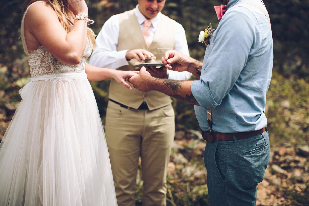 102-elopement--photography--colorado--mountain--vail--snow--intimate--wedding.jpg