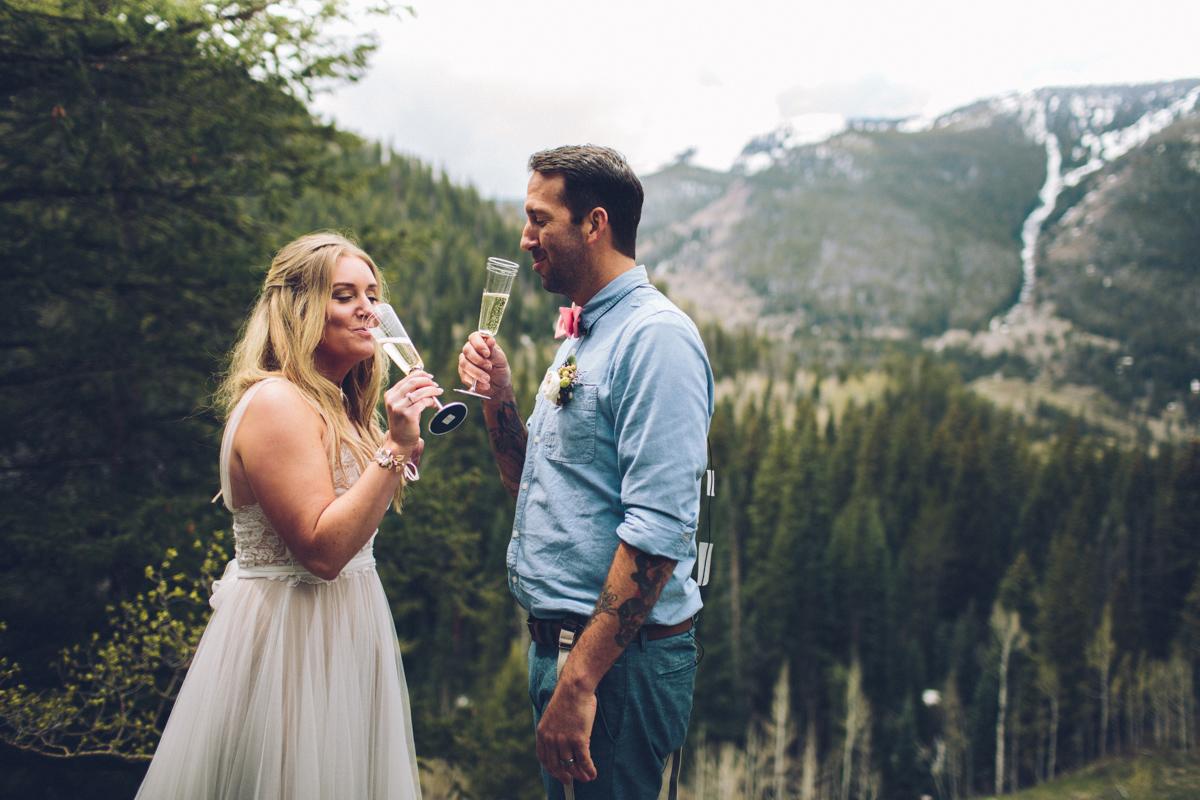 117-elopement--photography--colorado--mountain--vail--snow--intimate--wedding.jpg